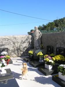 """""""Mumija"""" iza crkve na groblju Sv. Martin"""